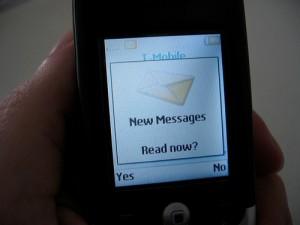 cellulare che invia sms